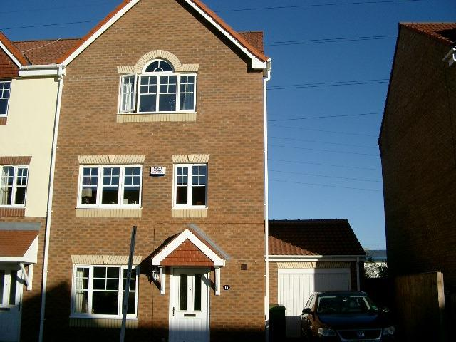 6 Bedrooms Town House