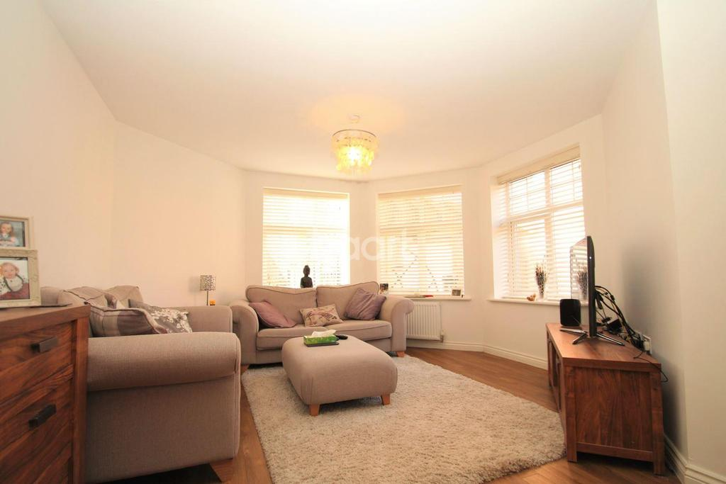 2 Bedrooms Flat for sale in Lakeview Court, Little Billing, Northampton