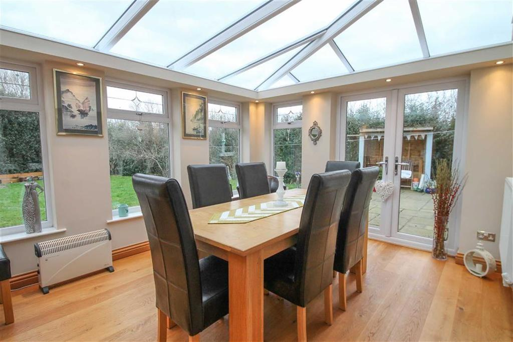 4 Bedrooms Detached House for sale in Rookery Gardens, Davenham