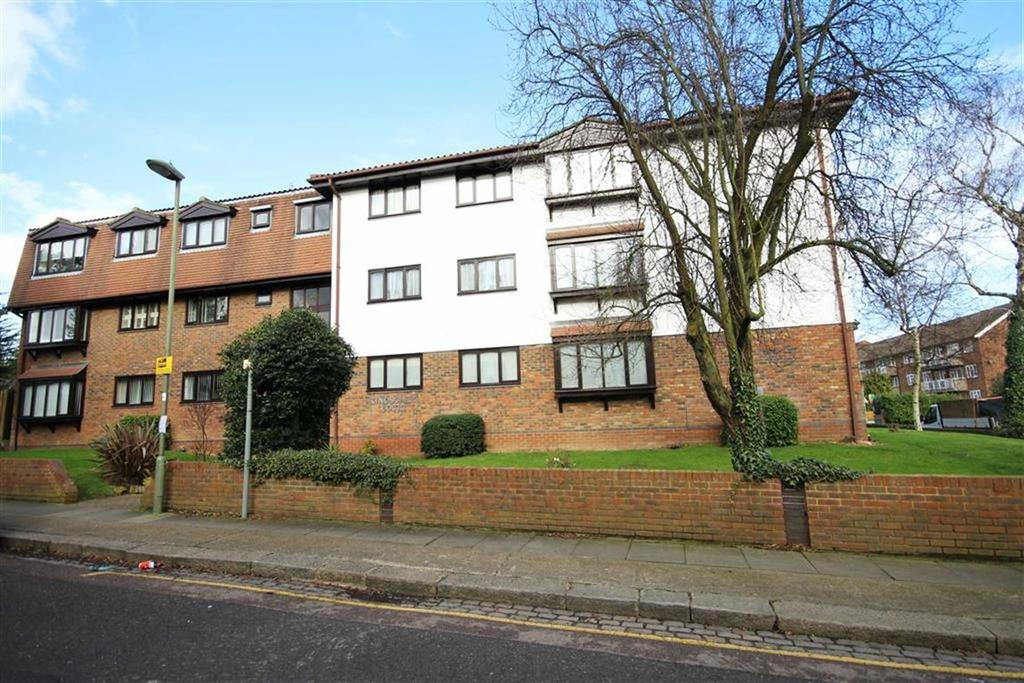3 Bedrooms Flat for sale in Gloucester Road, New Barnet, Hertfordshire