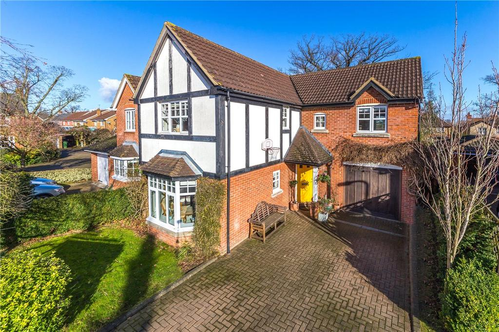 4 Bedrooms Detached House for sale in Puddingstone Drive, St. Albans, Hertfordshire