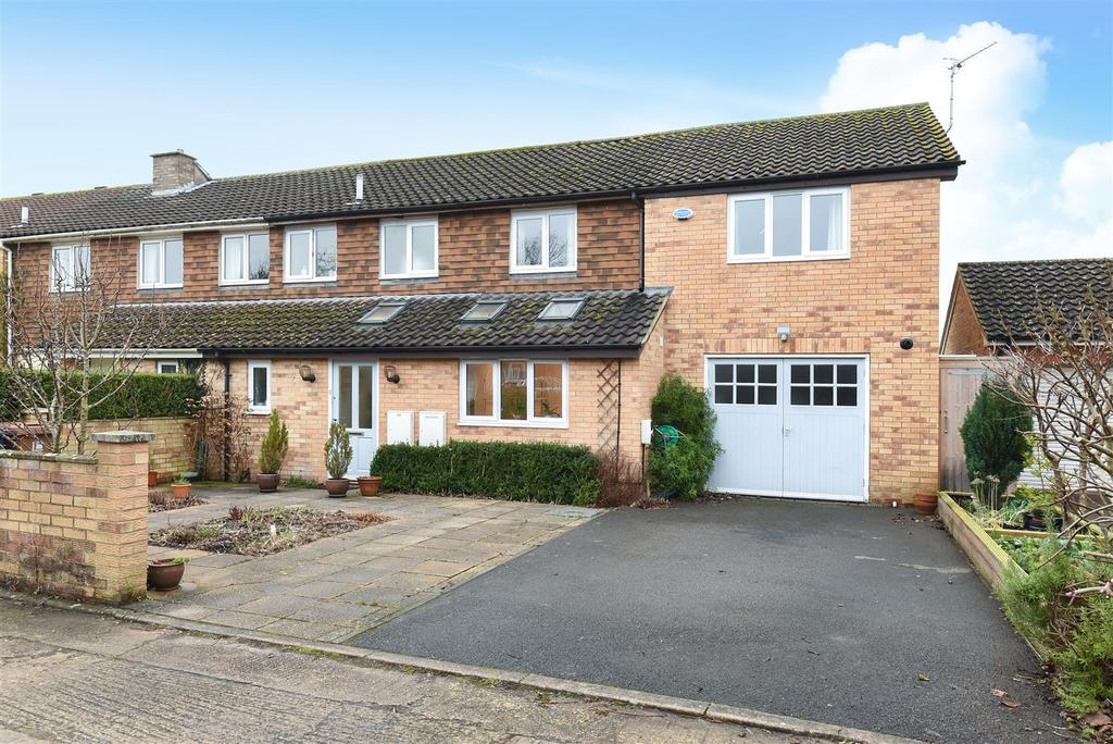 4 Bedrooms Semi Detached House for sale in Purcell Road, Marston