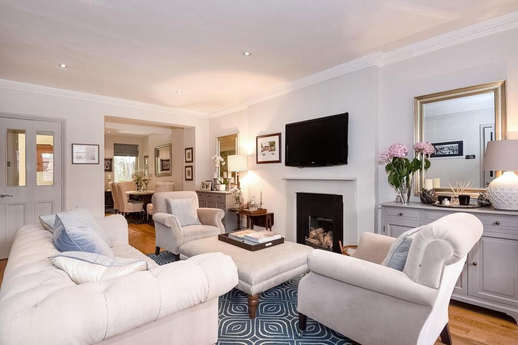 2 Bedrooms Flat for sale in Earl's Court Square, Earl's Court