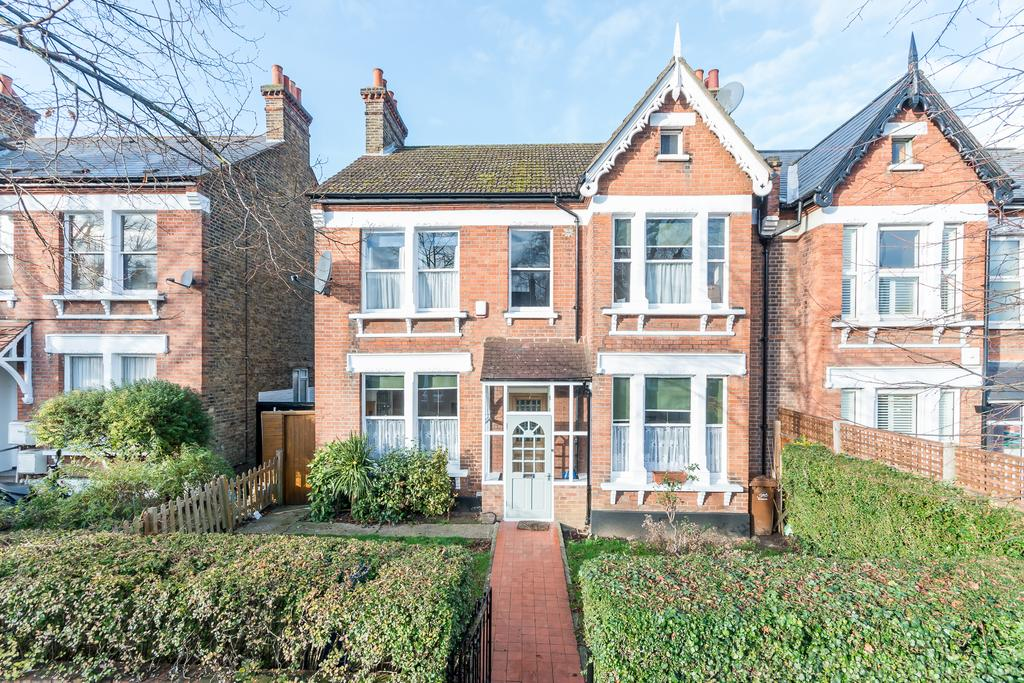 4 Bedrooms Semi Detached House for sale in Barry Road