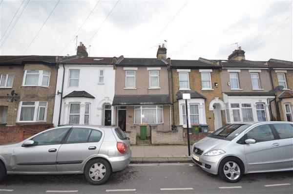 3 Bedrooms Terraced House for sale in Dersingham Avenue , E12