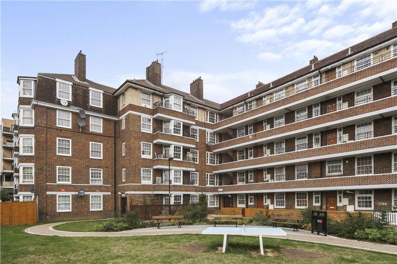 3 Bedrooms Flat for sale in Longford Court, Emlyn Gardens, London, W12