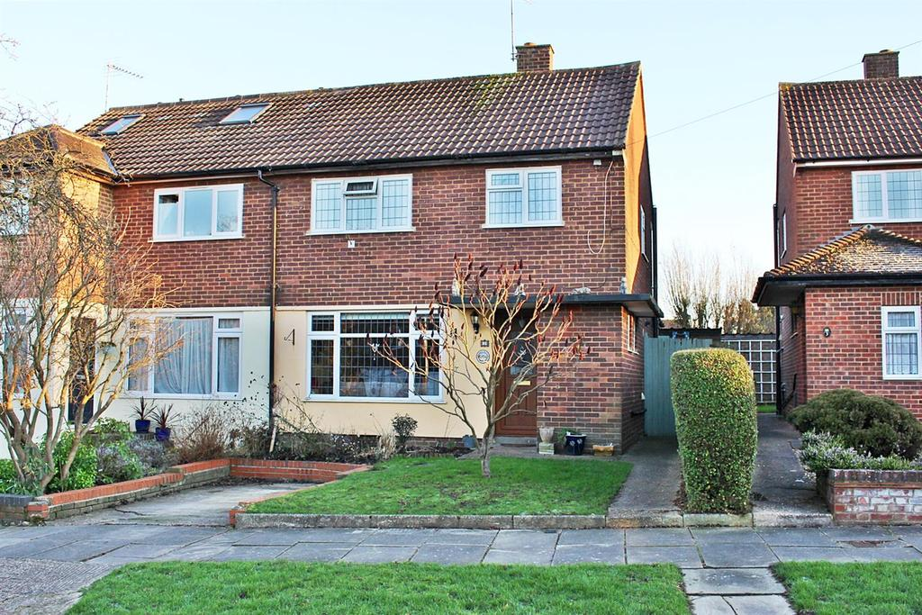3 Bedrooms Semi Detached House for sale in Catham Close, St. Albans