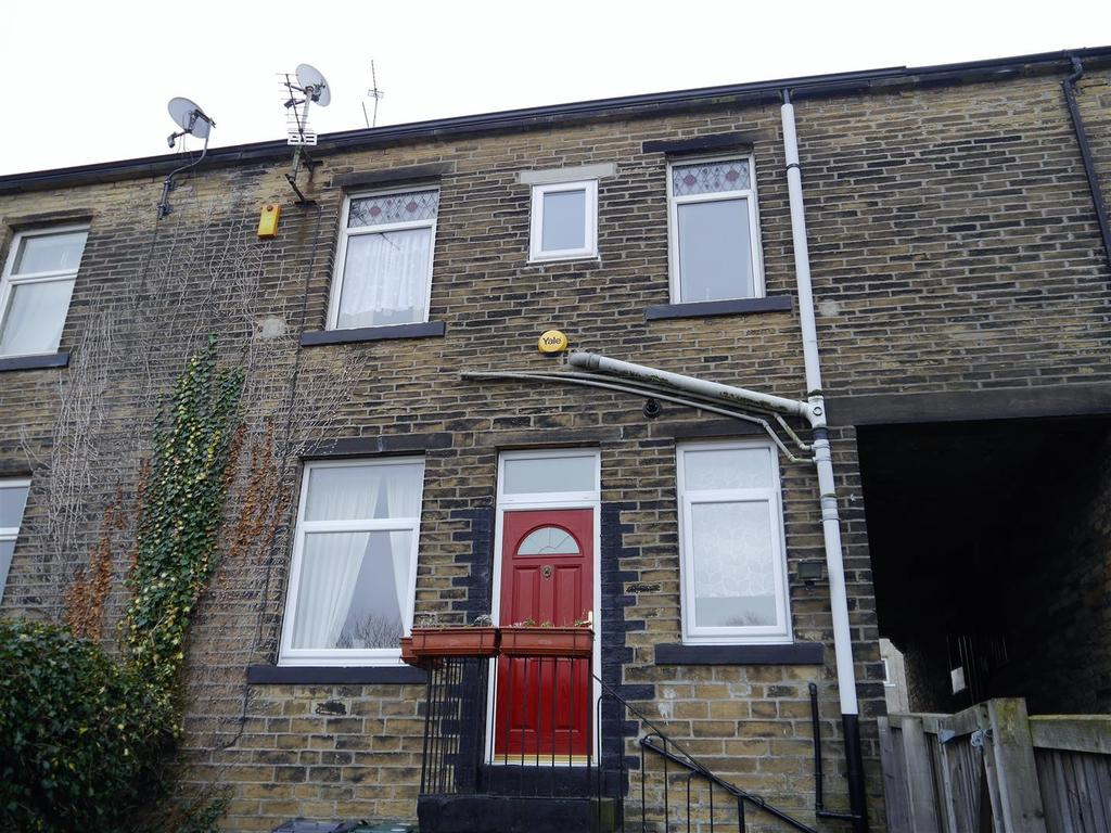 2 Bedrooms Terraced House for sale in Halstead Place, Great Horton, Bradford, BD7 3LY