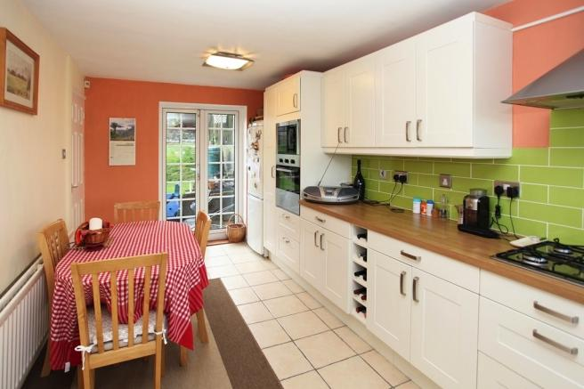 3 Bedrooms Terraced House for sale in 138 Warrensway, Woodside, Telford, Shropshire, TF7 5QF