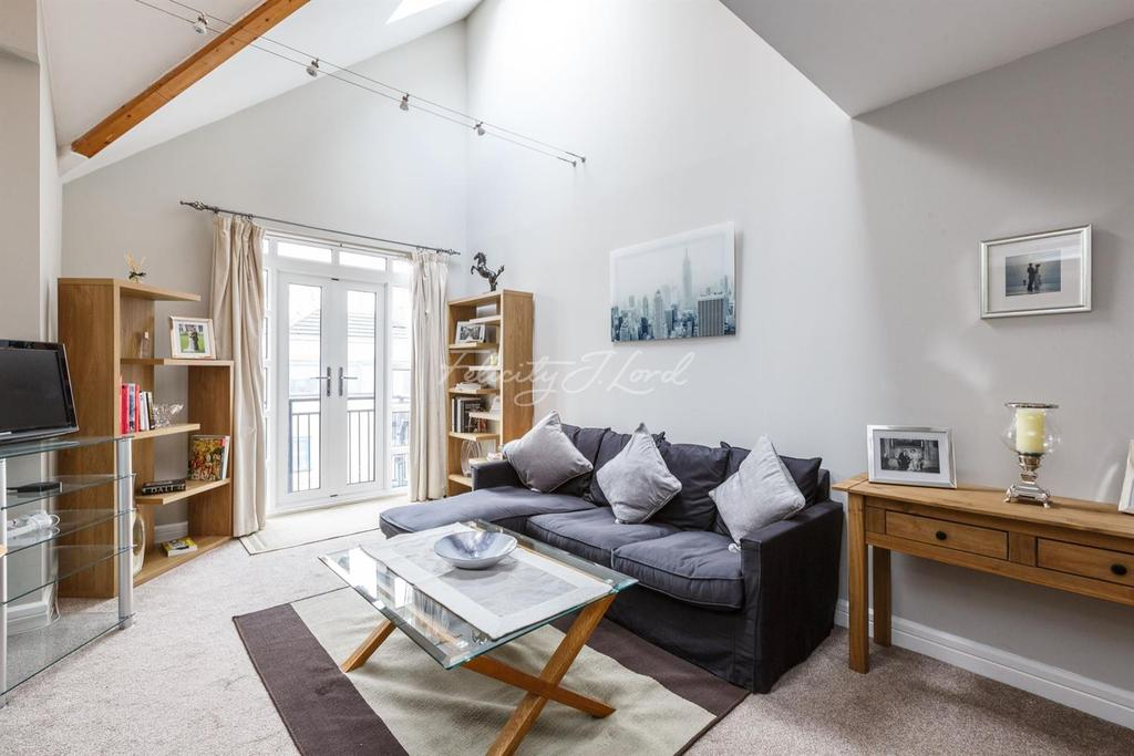 2 Bedrooms Flat for sale in Equity Square, Shoreditch, E2