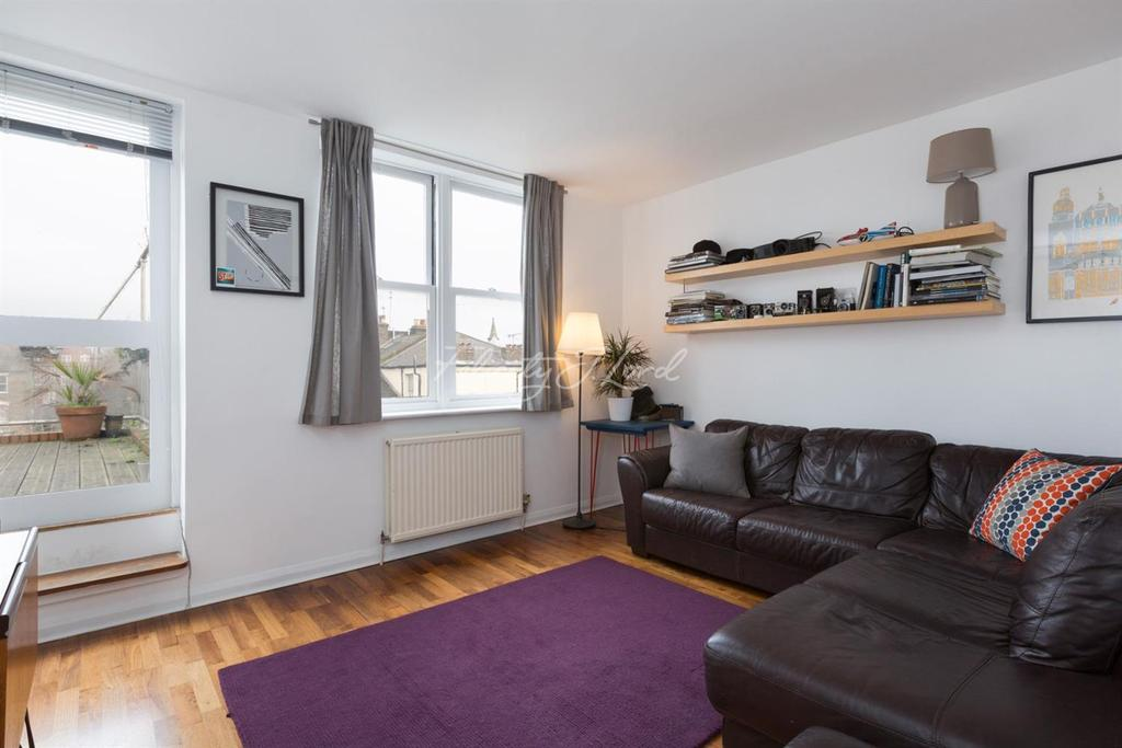 3 Bedrooms Flat for sale in Downs Road, Clapton, E5