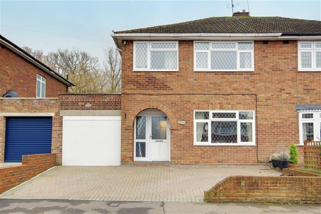 3 Bedrooms Semi Detached House for sale in Drayton Avenue, Potters Bar, Hertfordshire