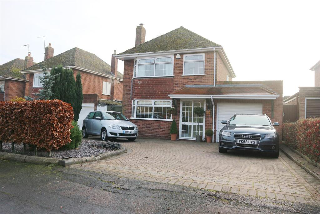 3 Bedrooms Detached House for sale in Romany Way, Norton, Stourbridge