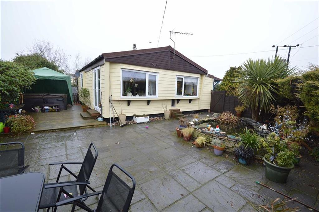 2 Bedrooms Mobile Home for sale in Hockley Park, Hockley, Essex