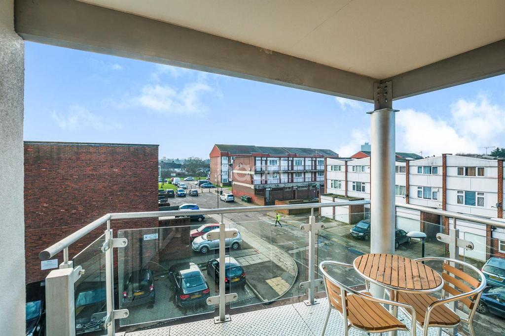 2 Bedrooms Flat for sale in Henderson Close, London