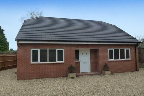 3 bedroom detached bungalow to rent - Main Road, Duston, Northampton, Northamptonshire, NN5
