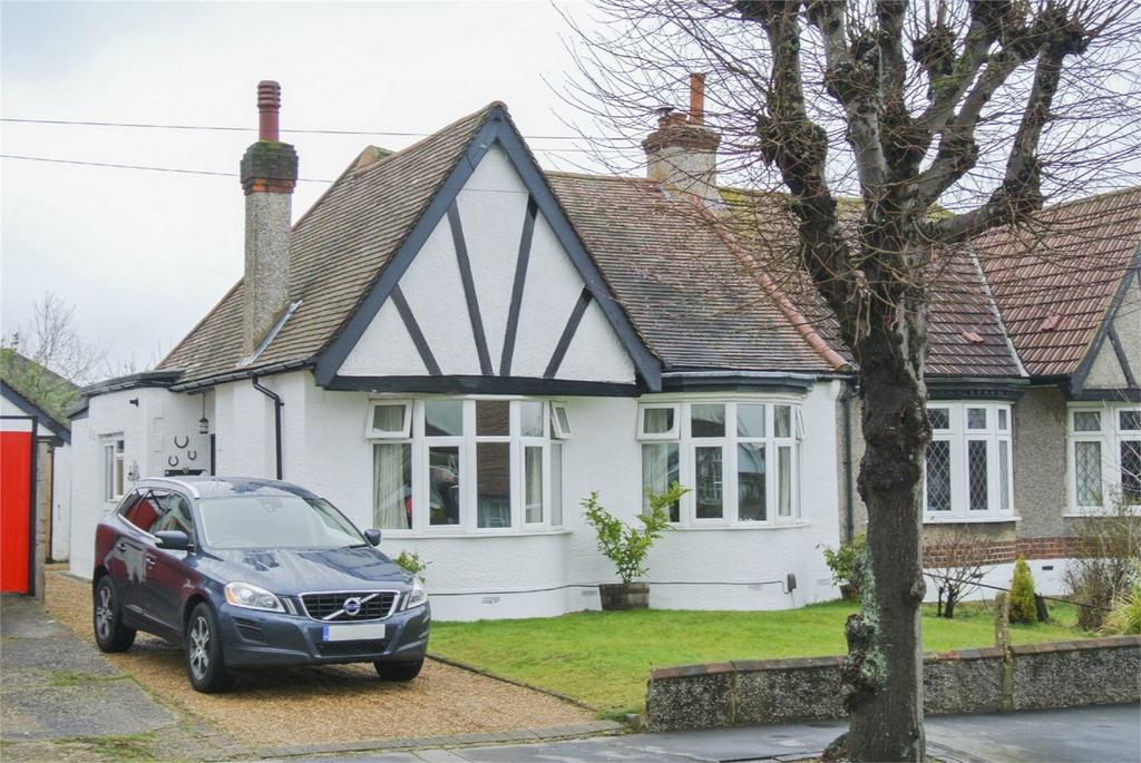 2 Bedrooms Semi Detached Bungalow for sale in Mead Way, Shirley, Croydon, Surrey