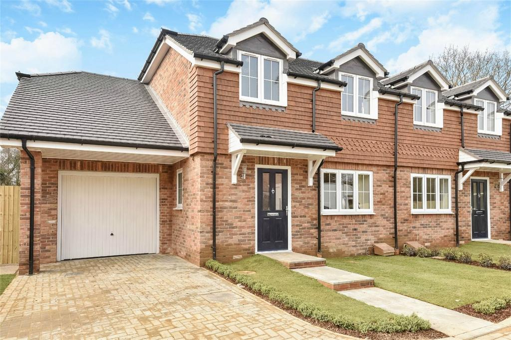 3 Bedrooms Semi Detached House for sale in Four Marks, Alton, Hampshire