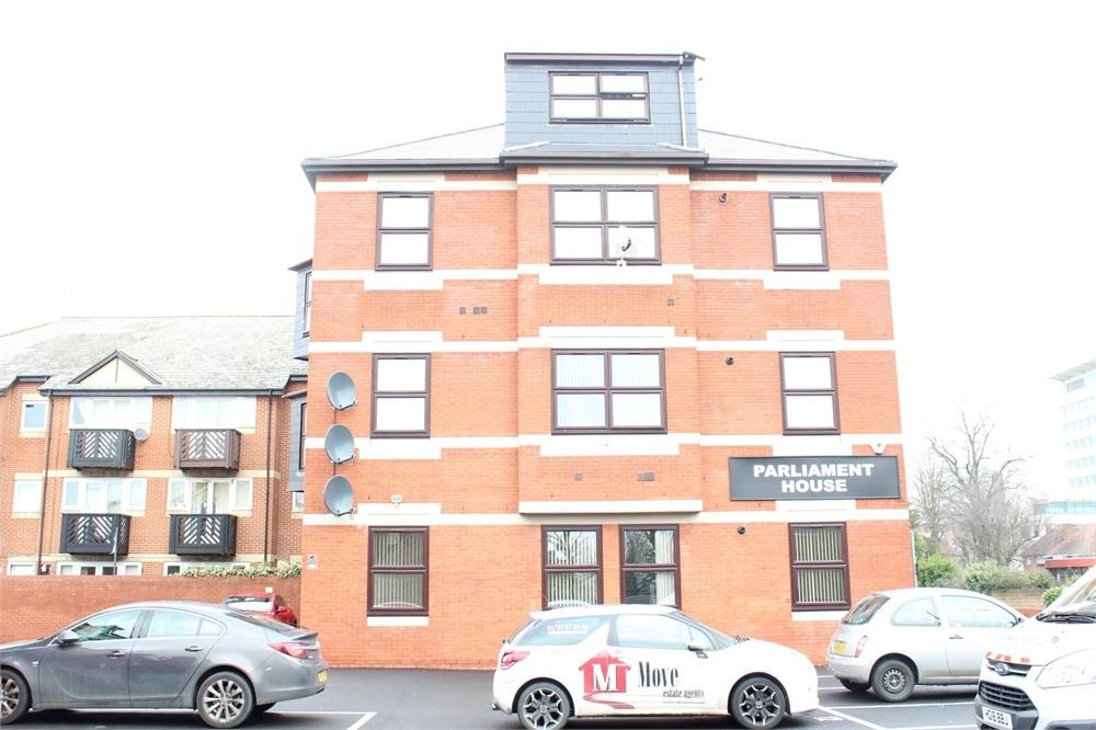 2 Bedrooms Flat for sale in Parliament House, St lawrence WAY, Slough, Berks
