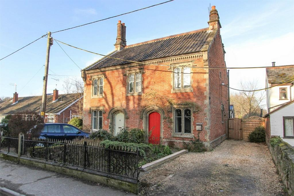 3 Bedrooms Semi Detached House for sale in West End, Costessey, Norfolk