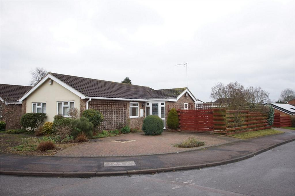 3 Bedrooms Detached Bungalow for sale in Eborall Close, Woodloes Park, Warwick
