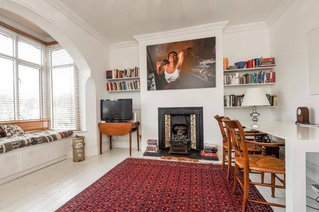 2 Bedrooms Maisonette Flat for sale in Wellington Gardens, Charlton, SE7