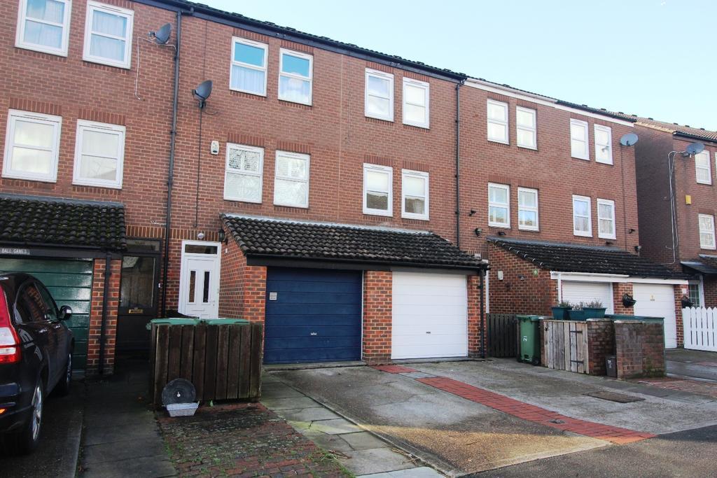 3 Bedrooms Terraced House for sale in Fieldfare Road London SE28
