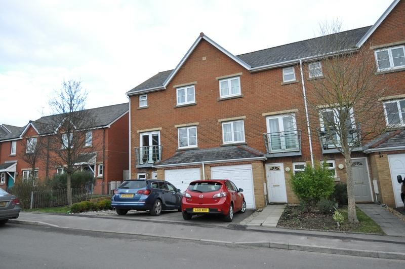 3 Bedrooms Terraced House for sale in 3 Clos Peiriant, Barry, The Vale Of Glamorgan. CF63 4QS