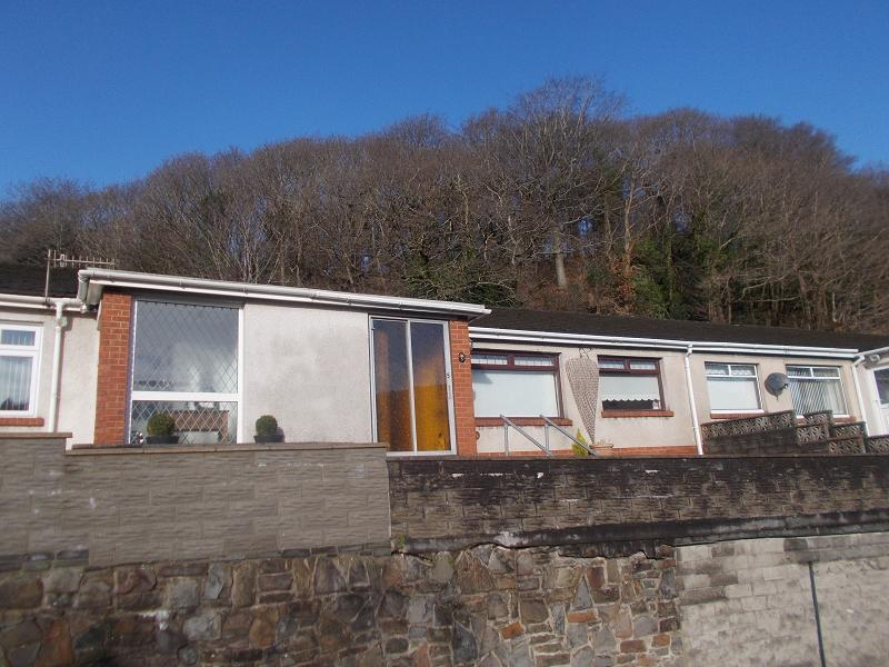 2 Bedrooms Terraced Bungalow for sale in Margaret Close, Briton Ferry, Neath, Neath Port Talbot.