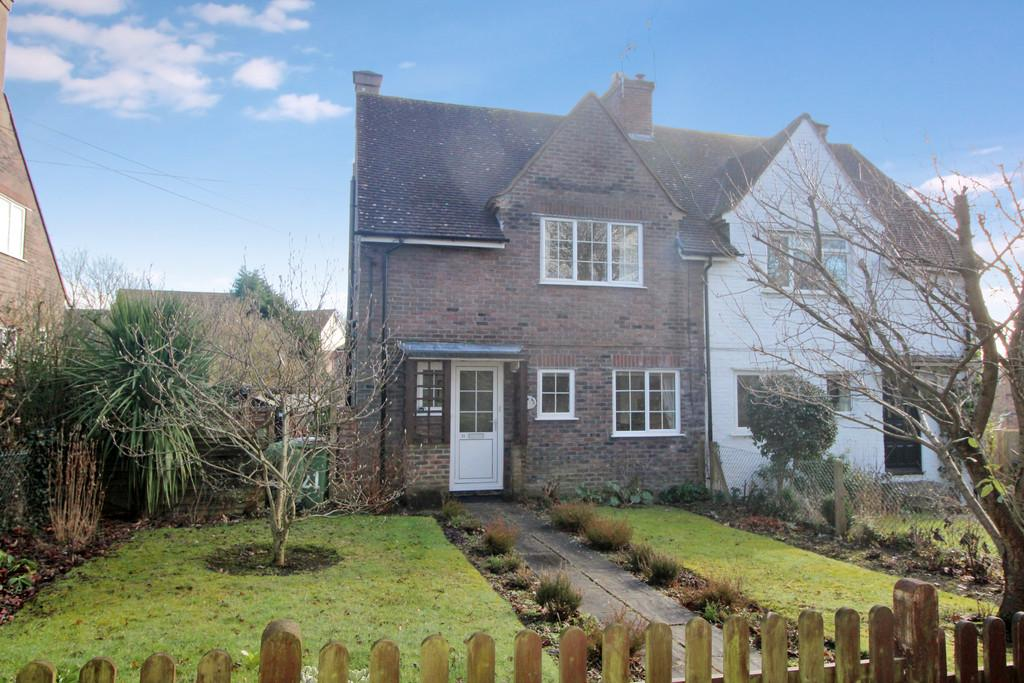 3 Bedrooms Semi Detached House for sale in Stane Street, Codmore Hill