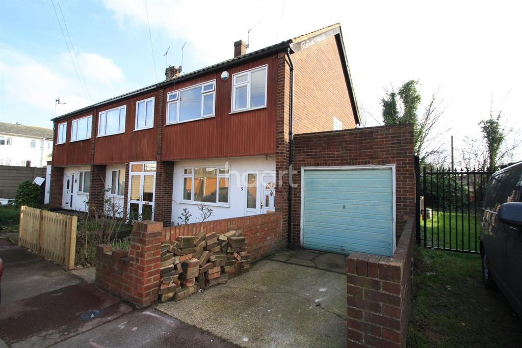 3 Bedrooms Semi Detached House for sale in Ballards Close