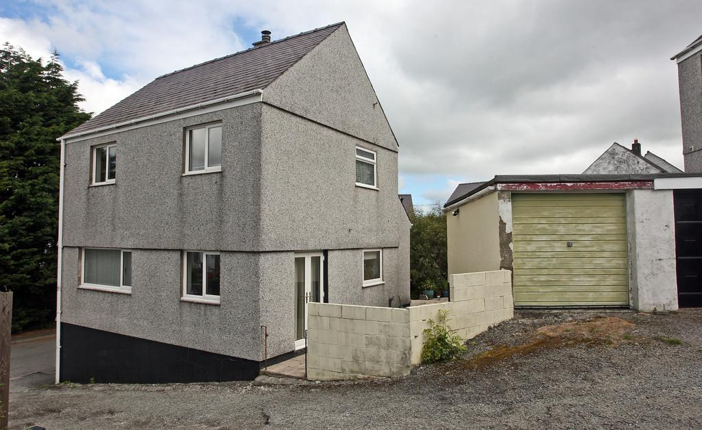 3 Bedrooms Detached House for sale in Caeau Gleision, Rhiwlas, North Wales