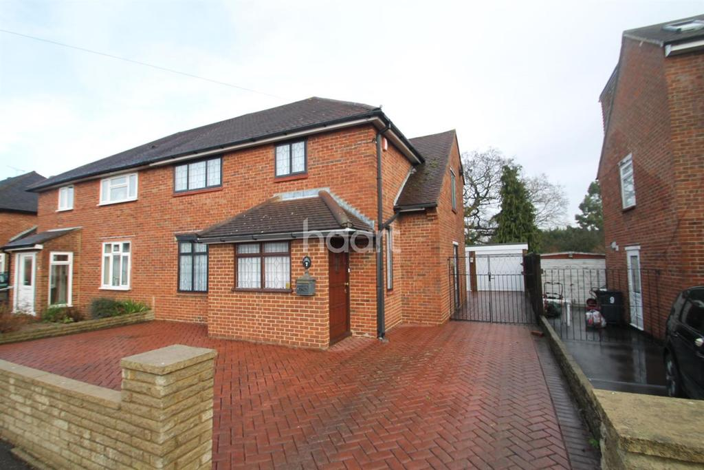 3 Bedrooms Semi Detached House for sale in Whitehills Road, Loughton