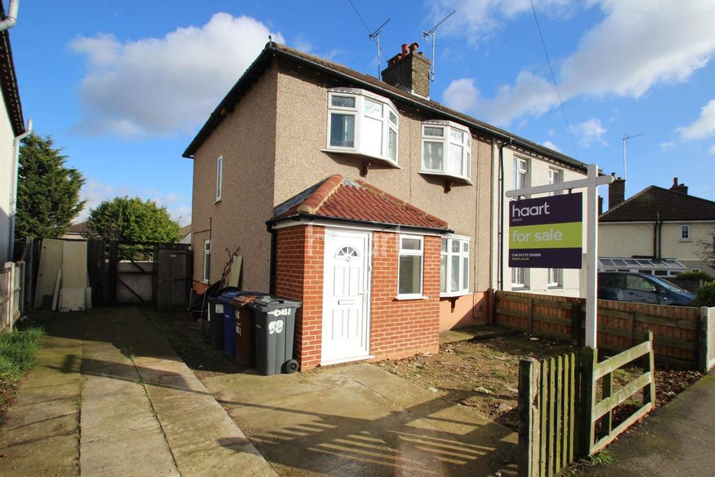 3 Bedrooms Semi Detached House for sale in Wallace Road, Grays, RM17