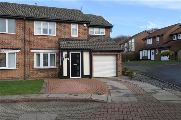 4 Bedrooms Semi Detached House for sale in Beaconside, South Shields