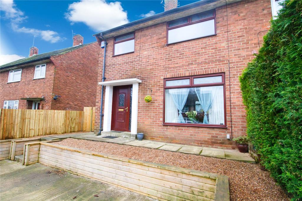 3 Bedrooms Semi Detached House for sale in Newhall Crescent, Leeds, West Yorkshire, LS10