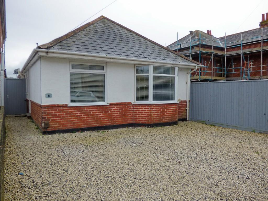 3 Bedrooms Detached Bungalow for sale in Hamworthy, Poole