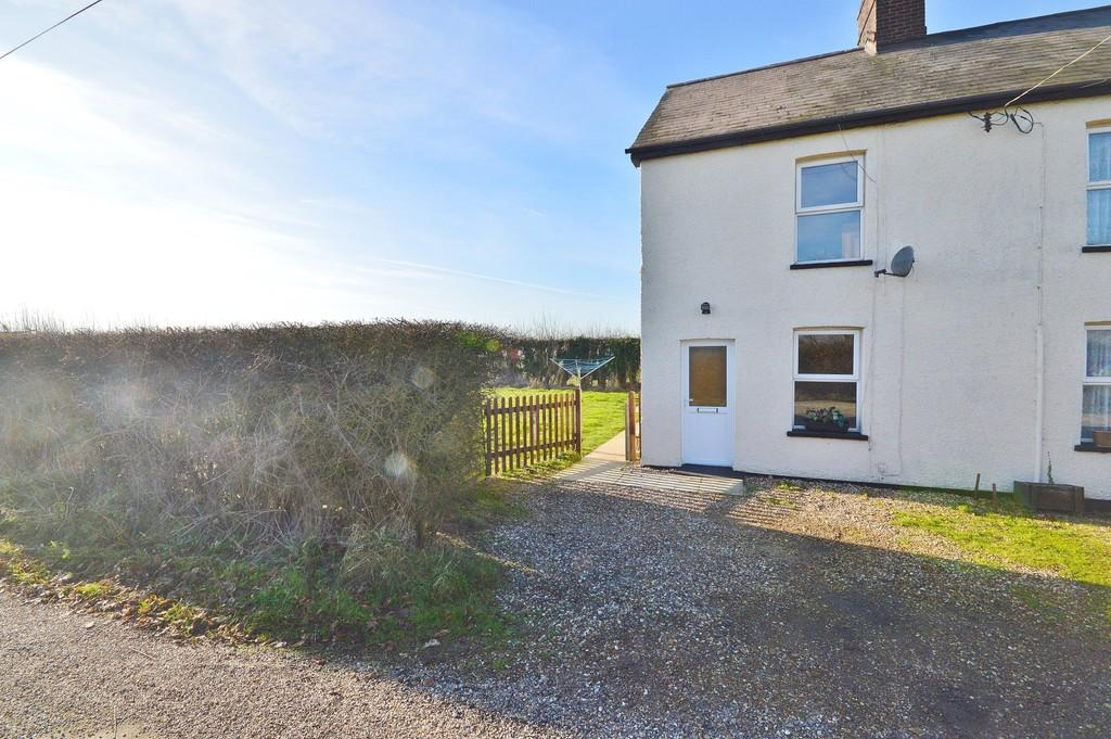 3 Bedrooms Semi Detached House for sale in Clacton Road, Horsley Cross
