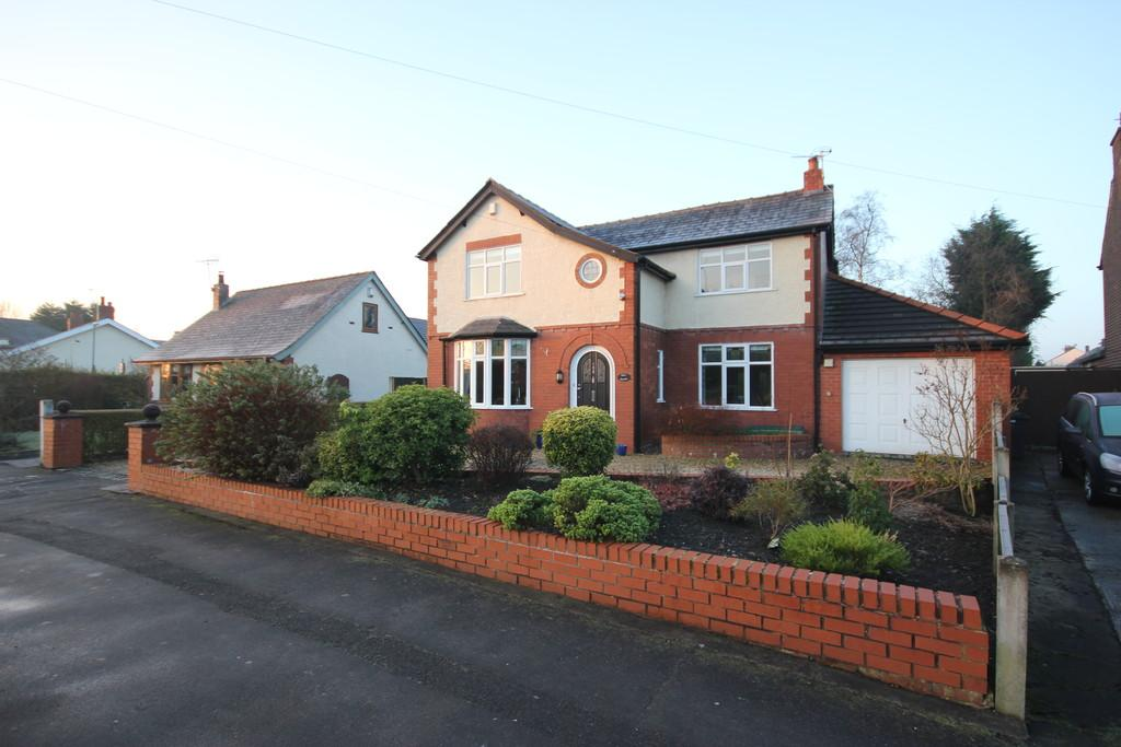 4 Bedrooms Detached House for sale in Cop Lane, Penwortham, Preston