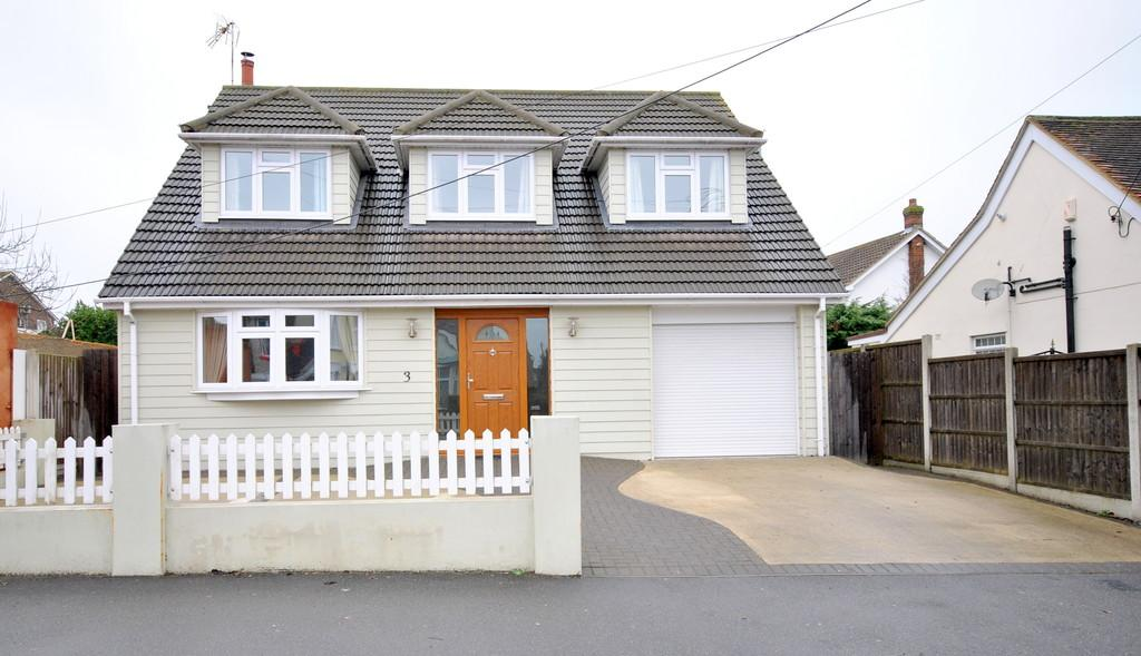 4 Bedrooms Detached House for sale in Woodfield Road, Hadleigh