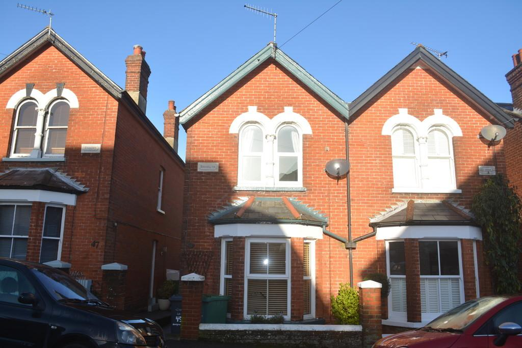 3 Bedrooms Semi Detached House for sale in Moorgreen Road, Cowes