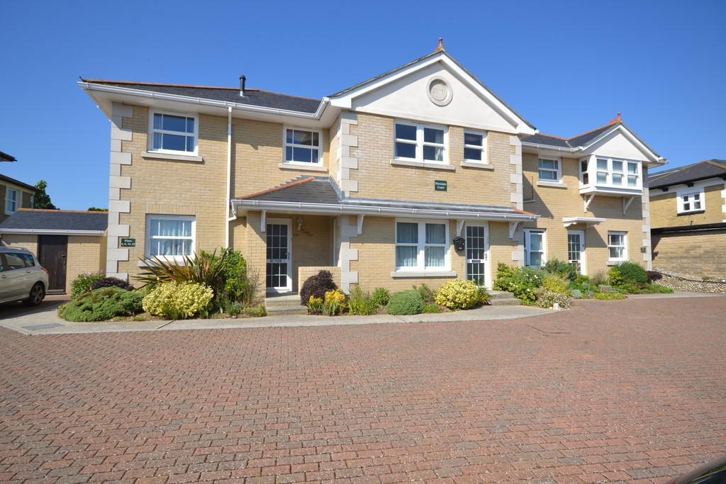 2 Bedrooms Apartment Flat for sale in Broadway, Sandown