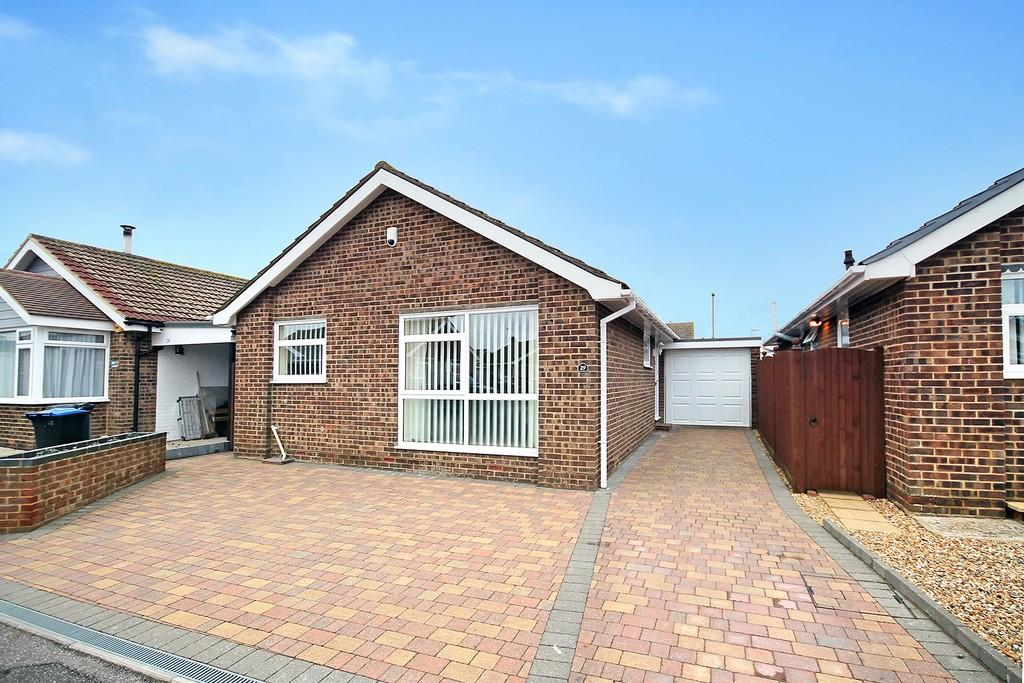 2 Bedrooms Detached Bungalow for sale in Kimber Close, Lancing, BN15 8QD