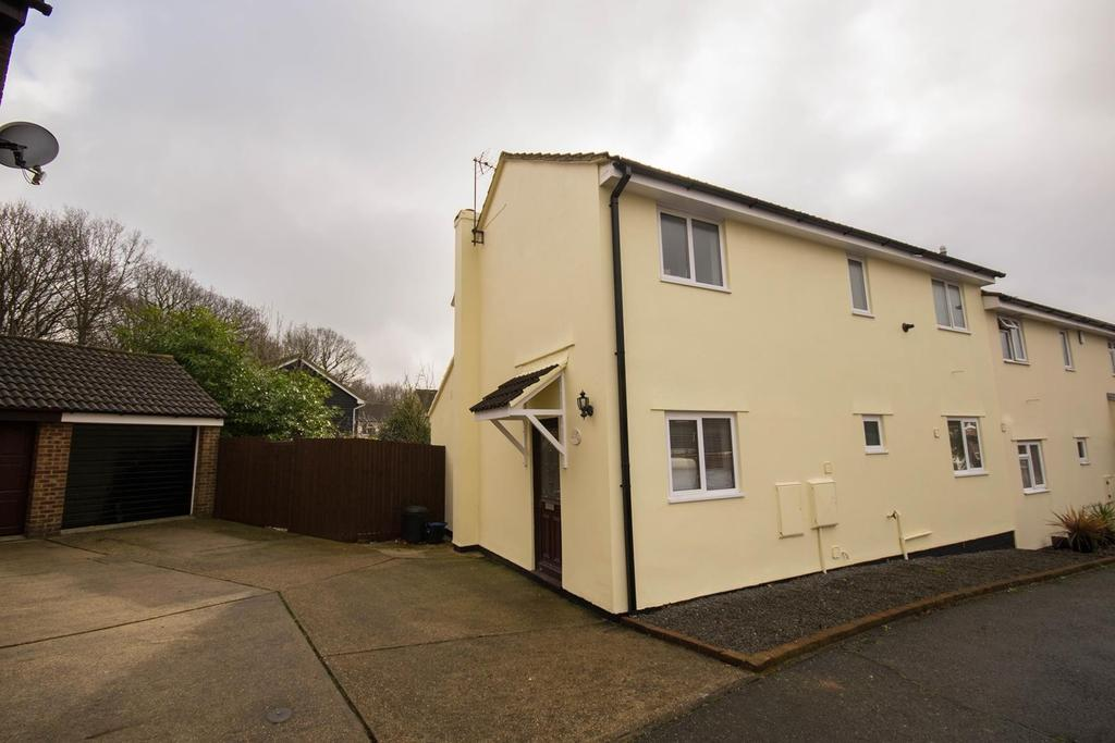 3 Bedrooms Semi Detached House for sale in Covenbrook, Brentwood, Essex, CM13
