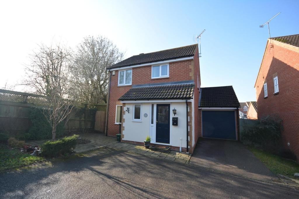 3 Bedrooms Detached House for sale in Brimstone Court, Braintree, Essex, CM7