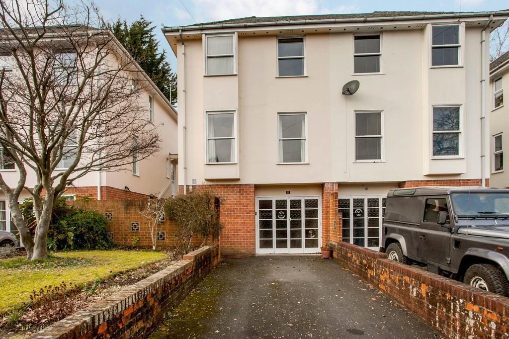 3 Bedrooms Town House for sale in Edgar Road, Winchester, SO23