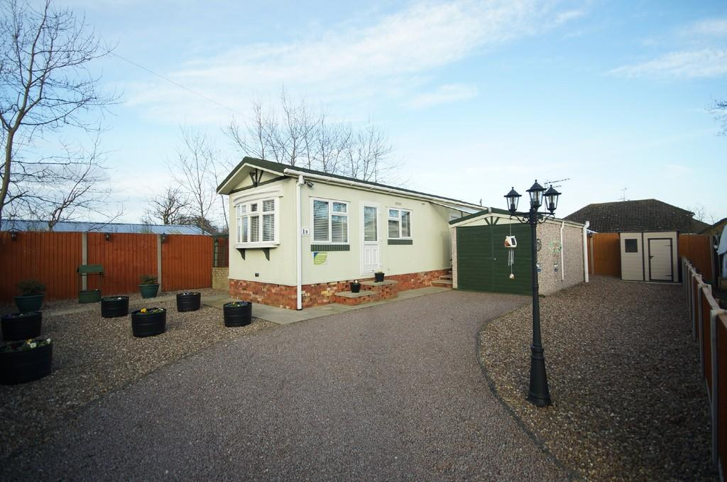 1 Bedroom Park Home Mobile Home for sale in Astral Way, North Hykeham