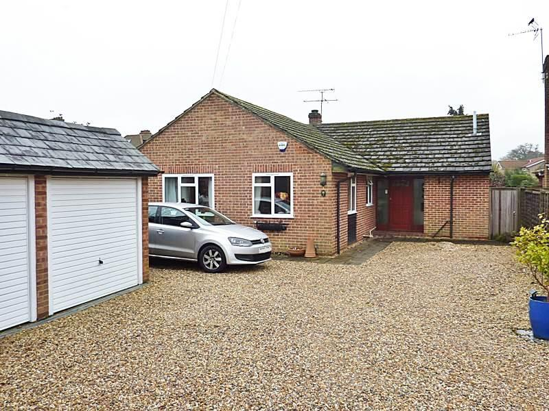 4 Bedrooms Bungalow for sale in FLACKWELL HEATH