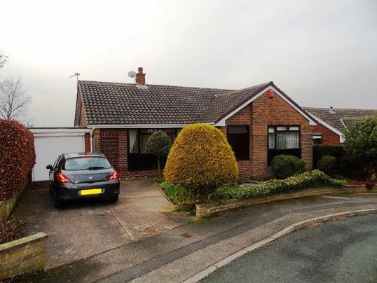 3 Bedrooms Bungalow for sale in 59 Moorland Avenue, Staincross, Barnsley, S75 6NH