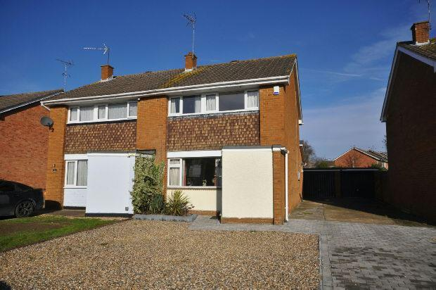 3 Bedrooms Semi Detached House for sale in Vauxhall Drive, Woodley, Reading,